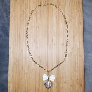 Jewelry - Gold bow / heart necklace